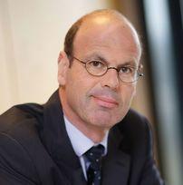 <b>Eric Lombard</b> succède à Claude Tendil à la présidence du conseil ... - 000015342_5